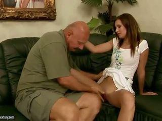 Pics i adoleshencë having e pacensuruar seks me më të vjetër men