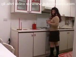 Casalingua italiana in carne italia lemu ibu rumah tangga