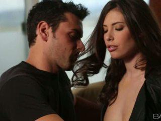 Insanely сексуальна casey calvert gets трахкав на диван відео