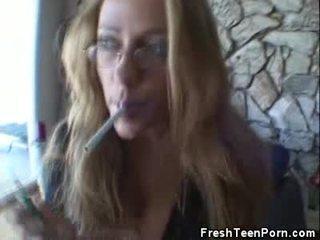 heetste pijpen, controleren tiener scène, heetste roken scène