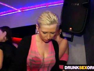 Shocking セックス パーティー フル の 酔った 雛