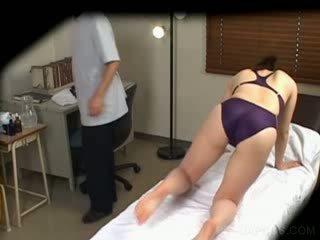 Jap dalam berenang saman gets payu dara massaged