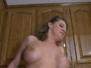 Horký zralý maminka kayla quinn enjoys a taste na velký černý kohout