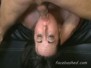 Throated brunette gets stuffed til kotsen sperma