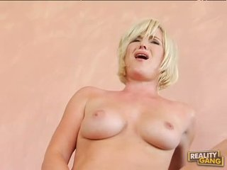 Breasty гаряча naomi cruise acquires її рожевий манда jizzed після a хороший гаряча ебать