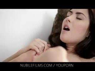 Nubile filmer - henne gorgeous flickvän licks fittor så bra