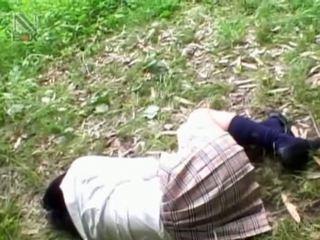 Fragile asiatico studentessa getting brutally scopata all'aperto