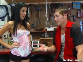 Slutty thiếu niên fucking cô ấy mechanic