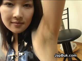 Derdhje në sqetull i japoneze vajzë