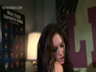 色情明星 roxy jezel 和 taylor 雨
