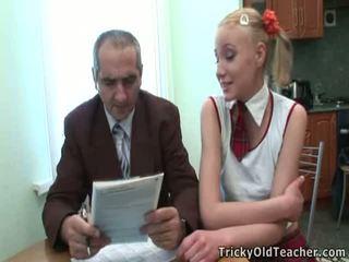 Dumb έφηβος/η ξανθός/ιά has εξαπατημένος με αυτήν δάσκαλος