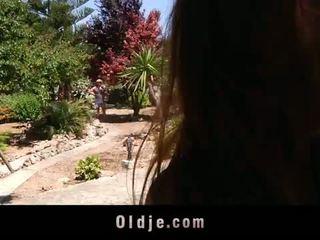 角質 年輕 landlady fucks 她的 老 gardener