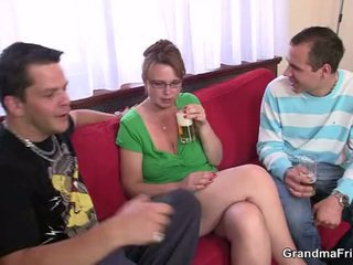 Borracha trío fiesta con viejo chavala