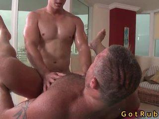 Admirable lad acquires bög röv massagen