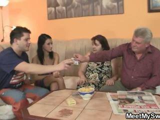 Bf finds hans gf knulling hans familie