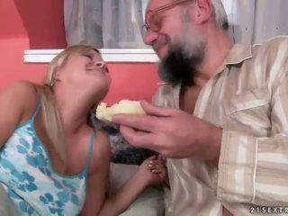 Arrapato grandpas vs caldi adolescenza