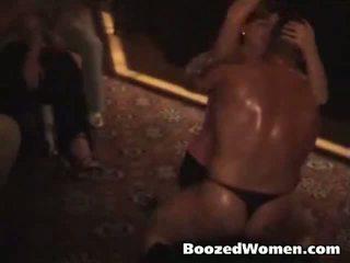 boozedwomen liebe zu ficken schwarze stripper