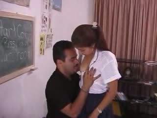 Pervert professor abusing frightened インディアン ティーン ビデオ