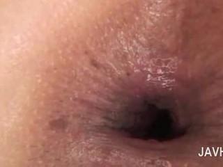 Asia anal tetesan sperma di close-up dengan telanjang terangsang babe