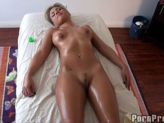 Steamy gorące olej masaż