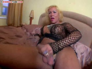 Mature shemale craving for hot cumshot