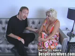 Sgualdrina moglie claudia marie gets scopata da sporco d e swallows suo caldi load di schizzo