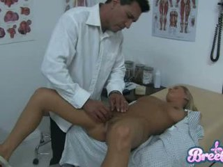 Lipakas bree olson on having et guyr soaked tuss tickled koos tema physicians fingers