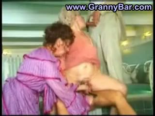 heet grootmoeder scène, oma neuken, wijnoogst
