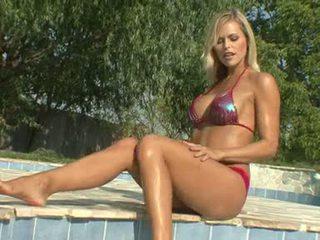 Scorching Hawt Gitta Szoke Flaunts Her Super Hot Body Outdoor For Some Actionion
