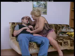 Big owadan woman ors ýaşy ýeten rosemary ors spunk shots ýudmak
