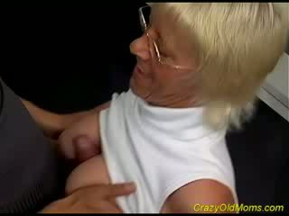 Old hottie enjoys chick Cock