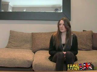 Fakeagentuk posh молодий британка дівчина gets анал кінчання кастинг