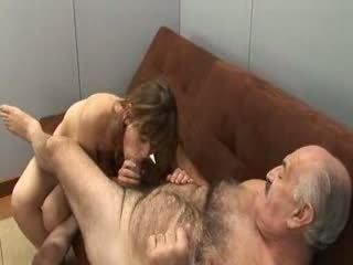 Ukki ja tyttö nuori