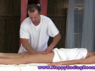 تدليك إلى نموذج من hunky masseuse gets خارج