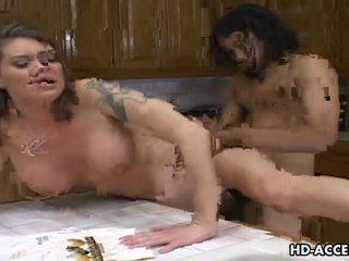 Hardcore a foder em o cozinha com kayla quinn vídeo