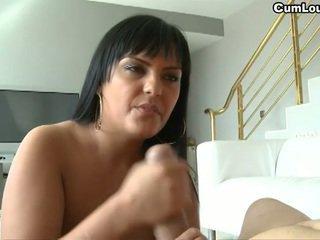 ny brunett, se stora bröst het, nätet avsugning
