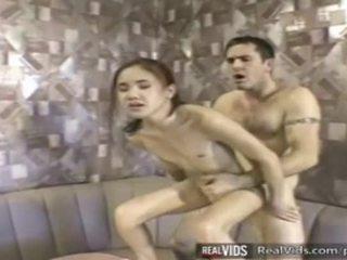 Asiática camarera follada por muscle polla