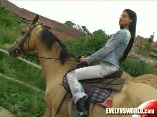 Klara smetanova - секси на ферма