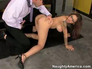 Asia slut adrenalynn getting pounded on her cunt by a hard kontol
