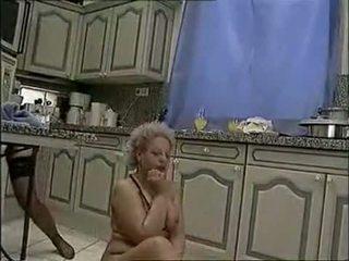 pis scène, ideaal lesbiennes neuken, vol grannies