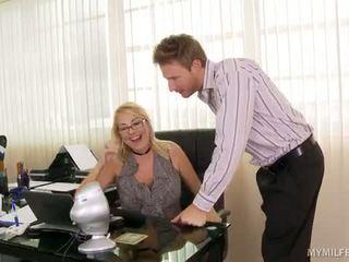 Bos wanita getting beliau junk licked
