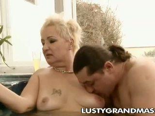Lusty grandmas: excitat crocant bunicuta leila insurubata în jacuzi