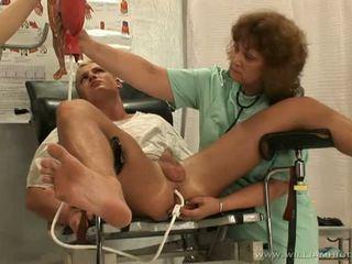 أقرن guy getting لها البروستات stimulated بواسطة two حار nurses