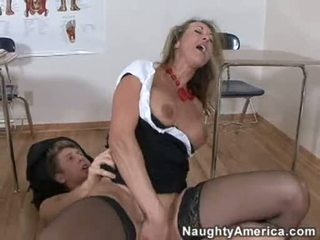 Bitchy золотий haired brandi любов likes getting cummed на її throat після a жорсткий ебать