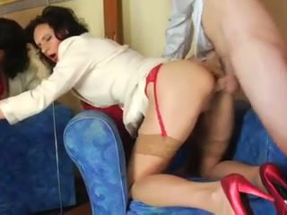 Mom in red lingerie enjoys a young jago in her bokong