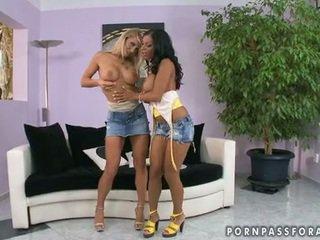 Bitchy girlfriends kyra ו - candy heats למעלה jointly bare ל אחד lezbo actionion