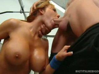 Nikki sexxx wraps lips okolo tučné vták getting throat fucked hlboké