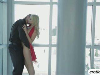 Çok sıcak arap mia malkova shows onu seksi vücut ve o gets