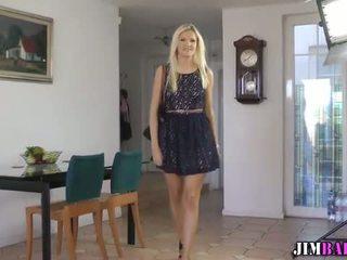 Brit 青少年 指法 她的 的阴户 为 一 geezer