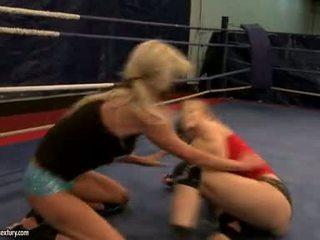 Laura kristall och michelle soaked cat slagsmål i ring